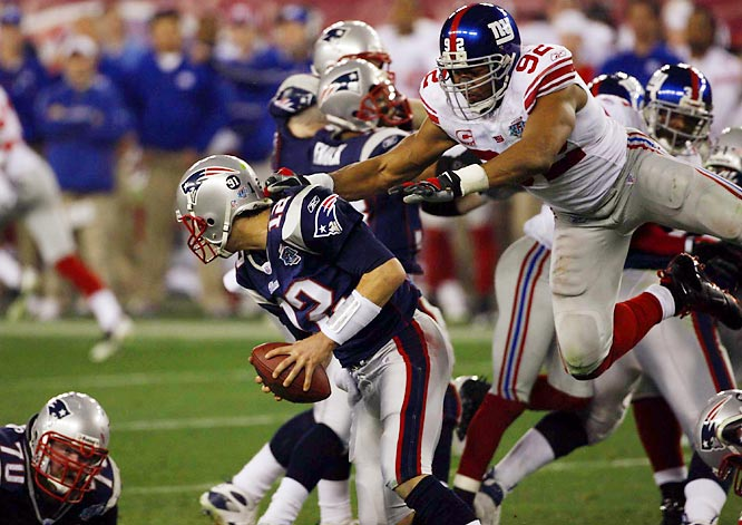 Showing exceptional quickness and determination off the edge, Michael Strahan helped key a fierce Giants pass rush that kept Brady off balance all night. Strahan finished with three tackles, a sack and two quarterback knockdowns.