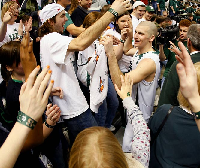 Michigan State's Drew Neitzel thanks the fans after playing his last home game at the Breslin Center.