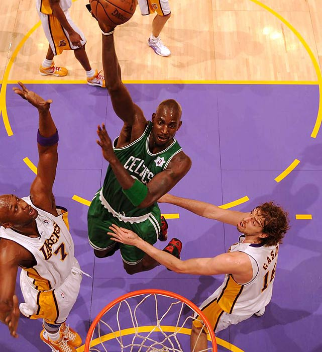 Kevin Garnett and the Celtics rode their early-season streak to a franchise-best 27-2 start, before getting tripped up on a West Coast trip that included losses to the Lakers (a streak-snapping defeat on Christmas), Warriors and Trail Blazers. Soon thereafter Boston put together a 12-game winning streak in a season in which it finished 62-20 but lost in the second round of the playoffs to Orlando.
