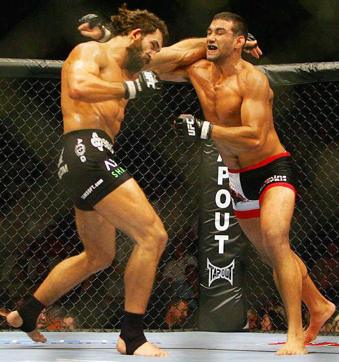 Despite the boos from the crowd as the two danced around more than they fought, Arlovski, right, beat three-time world Brazilian jiu-jitsu champion Werdum by unanimous decision at UFC 70.
