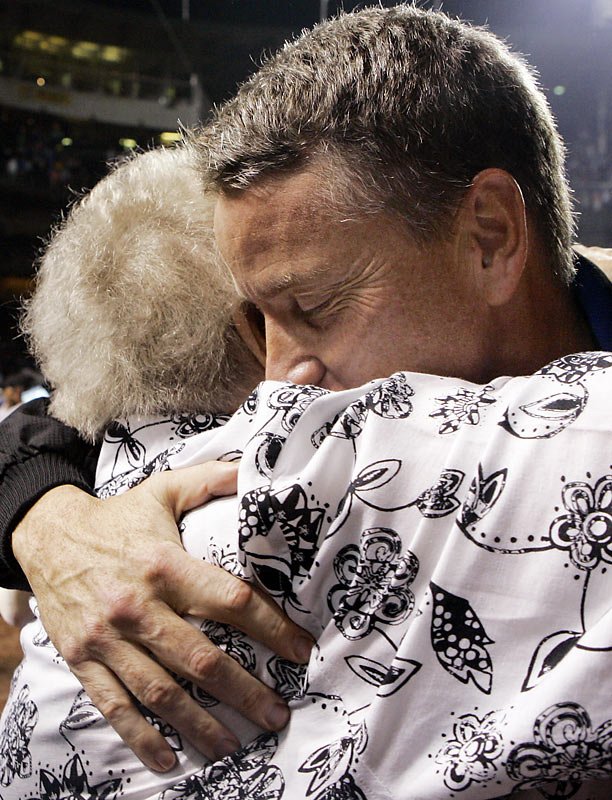 Tom Glavine gives his mother, Mildred, a big squeeze after earning his 300th win.