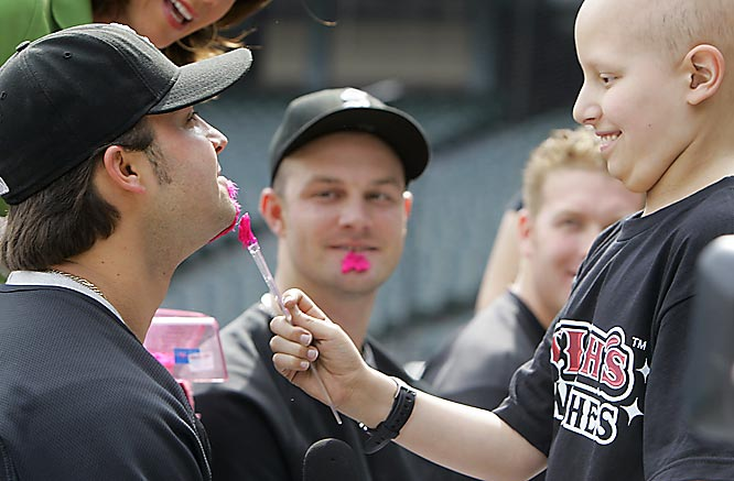 Nice job by White Sox outfielder Nick Swisher, who allowed pediatric cancer patient Jeremy Campus to paint his facial hair pink in honor of Mother's Day and in support of breast cancer awareness.