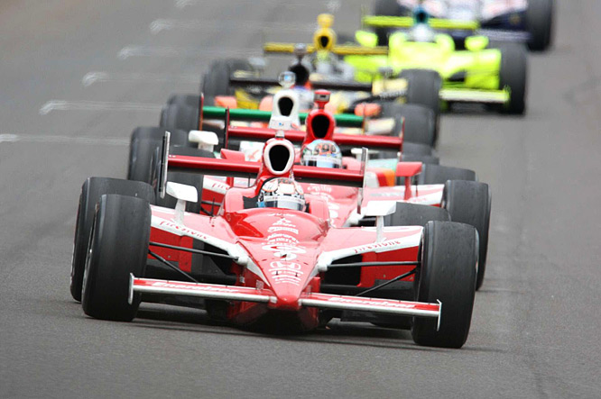 Scott Dixon leads the pack en route to the first Indy 500 win for the New Zealander.