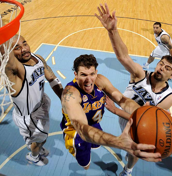 Luke Walton -- who scored 11 points in Game 3 -- goes up for a layup between Carlos Boozer (left) and Mehmet Okur.