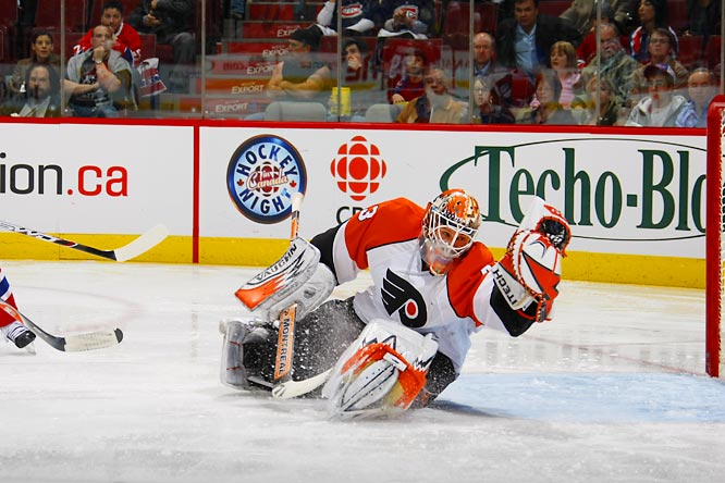 The worst team in the NHL during the 2006-07 season, the Flyers continued their remarkable turnaround by upsetting the Canadiens in five games, with journeyman goaltender Martin Biron (8-4, 2.72 GAA) continuing to shine in the first postseason of his career.