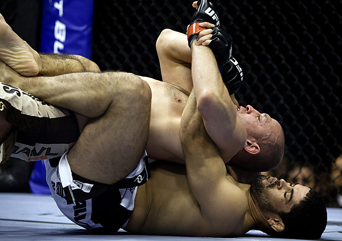 Almost winning with a rear naked choke, Palhares (bottom) took down Salaverry again to win by armbar in the first round.
