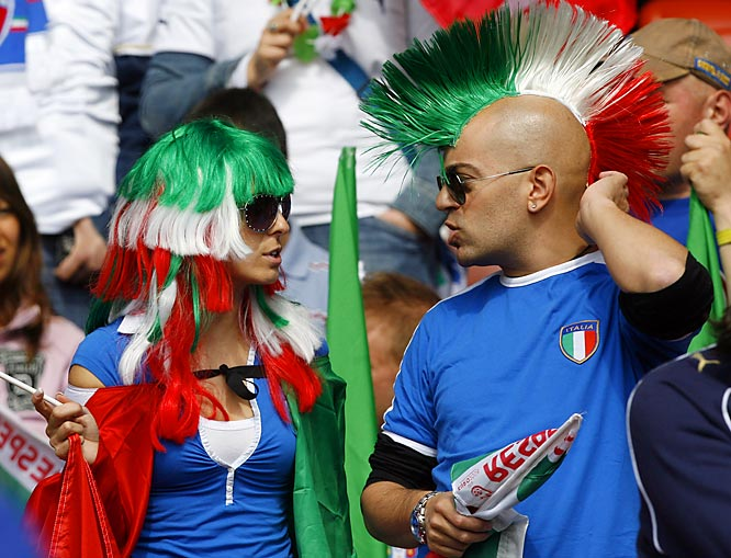 Now this fan of Italy's soccer team knows how to rock the Mohawk.