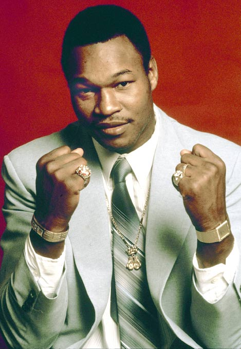 Larry Holmes TKOs Leon Spinks in the third round to maintain the WBC heavyweight boxing title.