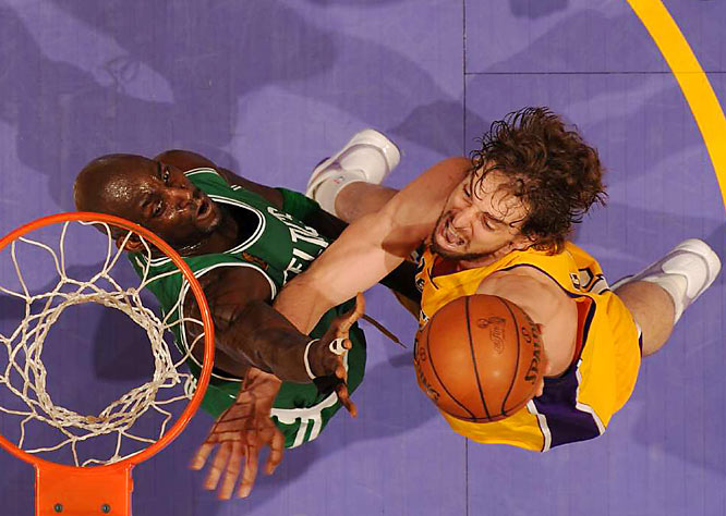 Pau Gasol continues to be bullied by the Celtics' front court, but he did contribute two big buckets in the fourth quarter.