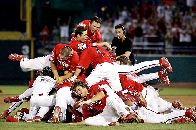 The underdogs became ''Top Dogs'' as Fresno State beat Georgia 6-1 in the decisive third game of the College World Series. The unranked Bulldogs were the lowest seed ever to win the CWS. Sophomore Steve Detwiler (top) homered twice, driving in all six of the Bulldogs' runs, and was named the Most Outstanding Player.