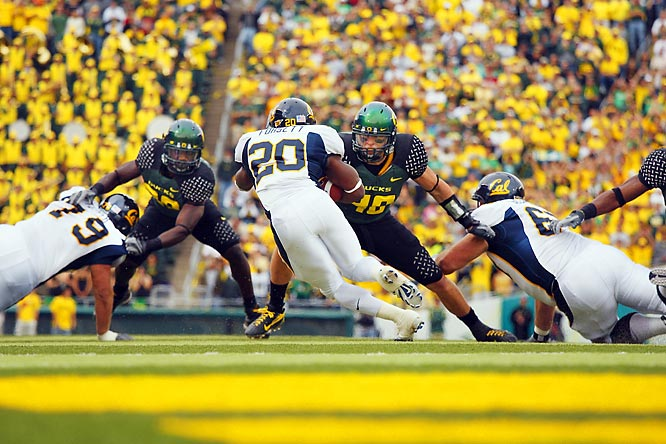 Cal's Justin Forsett tries to elude a pair of Ducks as the Bears beat then-undefeated Oregon, 31-24.