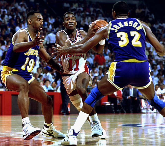 In an unsuccessful attempt to win Game 6 and the 1988 NBA Finals, Isiah Thomas earned a world of respect for his second-half exploits. Having already scored 14 points in the third quarter, Thomas severely sprained his ankle and had to be helped off the floor. He returned, however, to finish with a NBA Finals record 25 points in a quarter, and scored 43 points on the night.