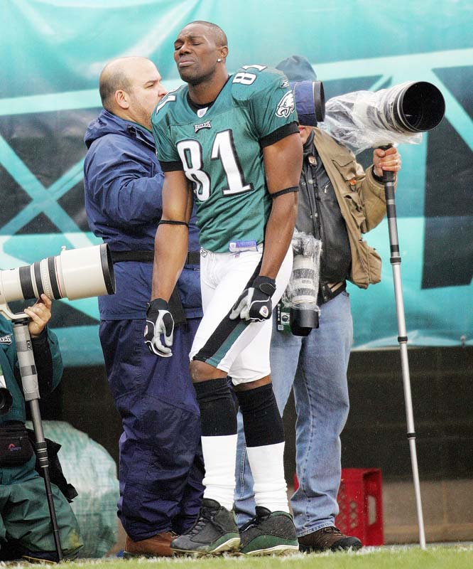 Seven weeks after breaking his leg and tearing ligaments, Owens played 62 of 72 offensive snaps in Super Bowl XXXIX against he Patriots, catching nine passes for 122 yards in the losing effort by the Eagles.