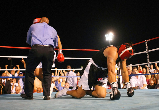 A flurry of punches by the 5-foot-9 Sikahema sent Canseco to the canvas twice in the first round.