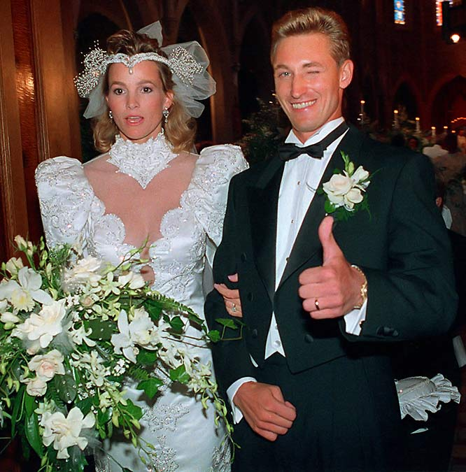 Wayne Gretzky and Janet Jones wed in Edmonton.