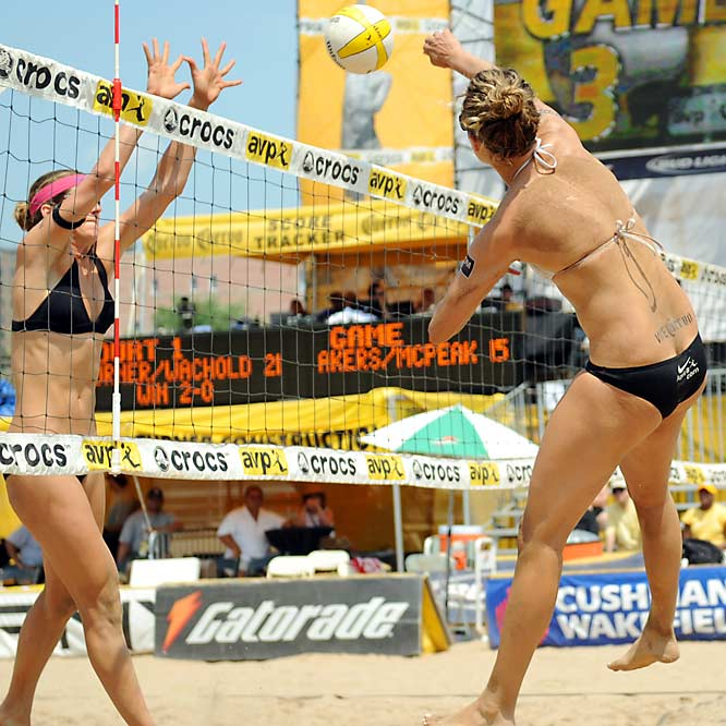 April Ross (right) and Jennifer Boss defeated Whitney Pavlik and Stacy Rouwenhorst in two sets