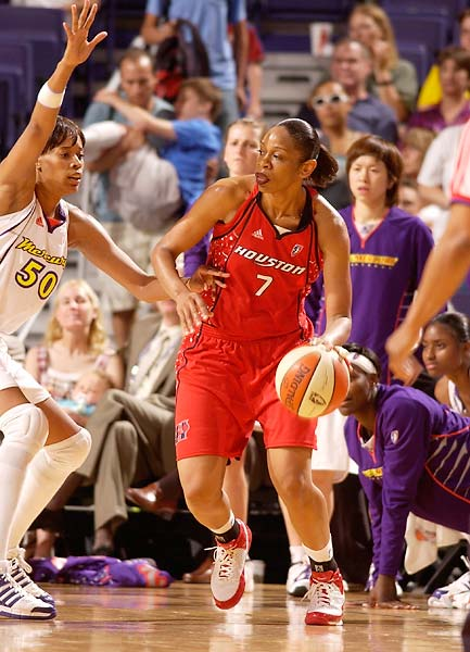 At 33, Tina Thompson joined Lisa Leslie as the only players in the league to reach 5,000 career points.
