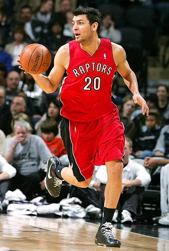 The 6-6 swingman played the last four seasons in the NBA, the first three with Detroit and 2007-08 with Toronto. Delfino was a regular part of the Raptors' rotation last season, averaging 9.0 points in 23.5 minutes. The 2003 first-round pick previously played in Argentina and Italy.