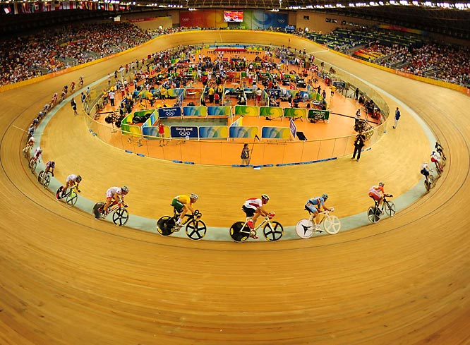 Overview of the men's points race at track cycling. Joan Llaneras of Spain took gold for a second time.