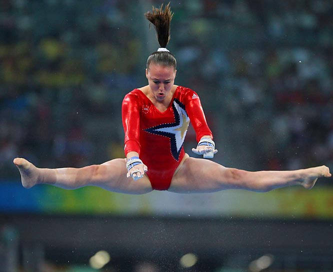China's winning score of 188.9 was more than two points better than the Americans, who said after the competition that Chellsie Memmel had competed only on the uneven bars because of a broken bone in her right ankle.