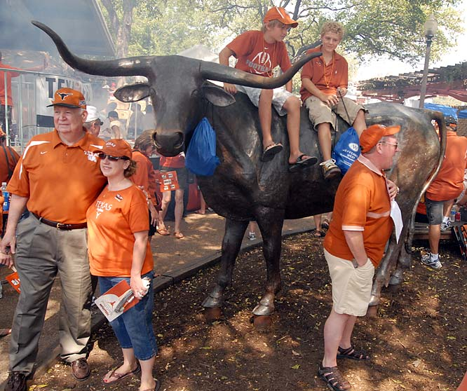 Texas fans pose with a Bevo statue prior to Saturday's game against Arkansas.