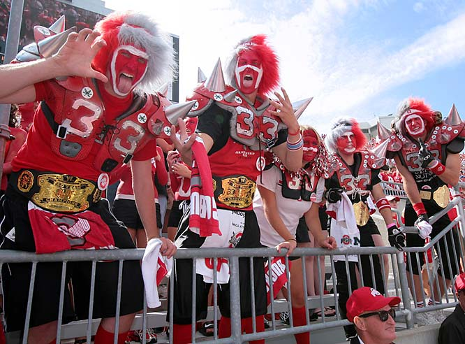 These Ohio State fans managed to pay homage to linebacker James Laurinaitis and his father, former wrestler The Animal.
