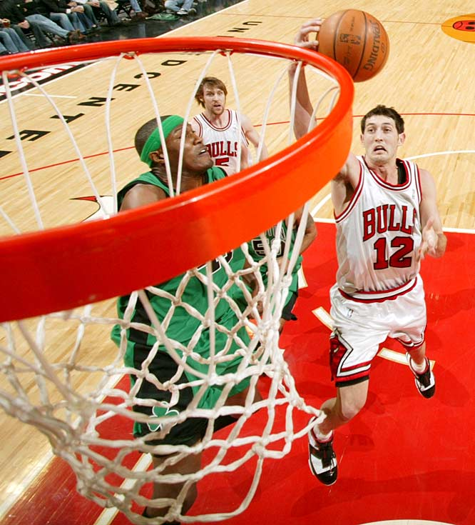 Hinrich figured prominently in the Bulls' nightmarish start, averaging 10.1 points on 33.1 percent shooting during a 3-9 November that set the tone for the team's unexpected free fall. The five-year veteran point guard finished the season with career lows of 11.5 points and 6.0 assists. Now, barring a trade, Hinrich must battle No. 1 pick Derrick Rose, along with shooting guards Ben Gordon, Larry Hughes and Thabo Sefolosha, for playing time in a crowded backcourt.