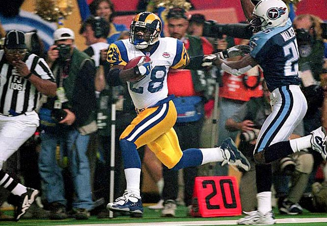 The Greatest Show on Turf outscored opponents by 284 points behind Kurt Warner and Marshall Faulk. The Rams scored over 30 points in all but three regular season games.
