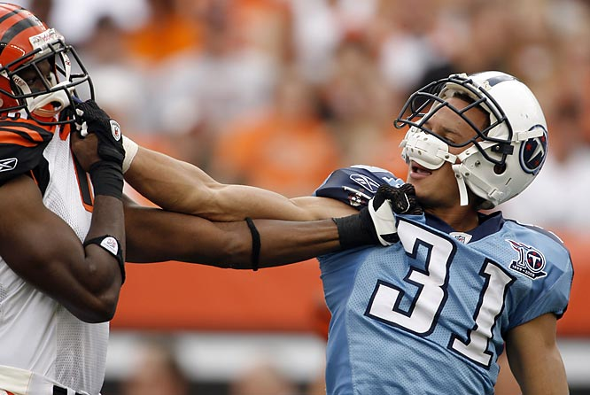 The first half of the game got a little rough when the Bengals' Glenn Holt and the Titans' Cortland Finnegan grabbed each other's jersey. The Titans won 24-7.