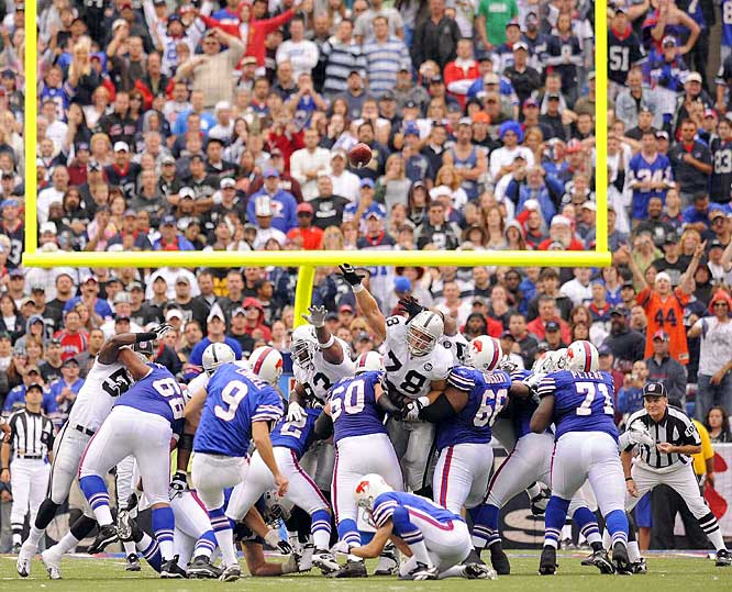 Rian Lindell kicks a 38-yard field goal -- making up for a 46-yarder he missed earlier in the game -- as time ran out to defeat the Raiders 24-23.  The Bills scored 17 points in the final 8 minutes and are off to a 3-0 start for the first time since 1992.