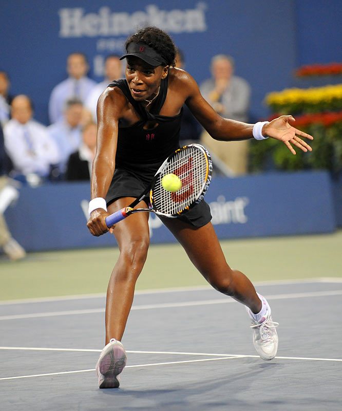 Venus Williams was able to gain advantages in both sets but failed to finish off her sibling.