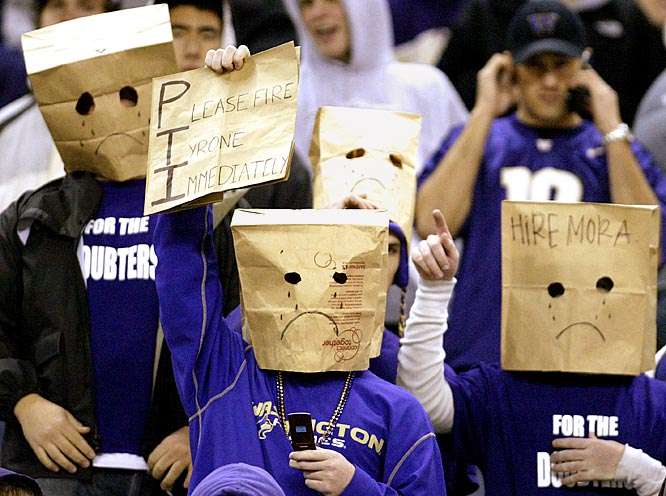 Washington fans had to cover their heads to hide their horror, as the Huskies fell to 0-7.