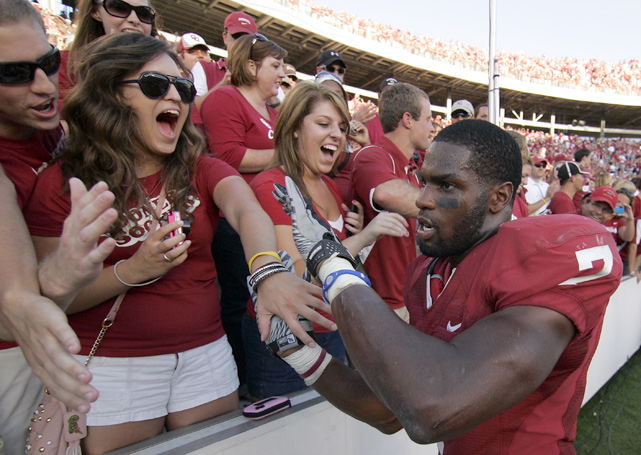 DeMarco Murray rushed for 125 yards and two touchdowns as the Sooners defeated the Longhorns, 28-20. Texas had a chance for a late comeback after Oklahoma QB Landry Jones fumbled deep in his own territory late in the fourth quarter, but the ball rolled out of bound and the Sooners maintained possession and the victory.