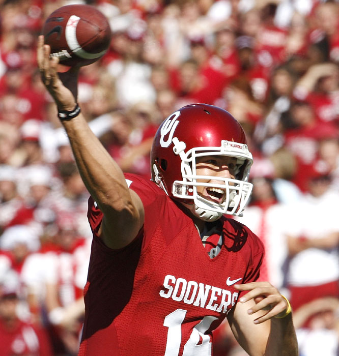 Sam Bradford passed for an Oklahoma record 468 yards to go along with three touchdowns as the Sooners rebounded from last week's loss to Texas.