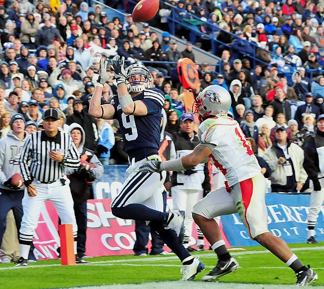 BYU extended the nation's longest winning streak to 16-games thanks to Austin Collie's 170 yards receiving. It was the Cougars lowest-scoring game of the season.