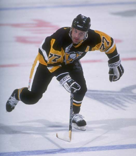 Pittsburgh Penguin Paul Coffey sets the NHL defenseman scoring record with 1,053 career points (309 goals and 744 assists).
