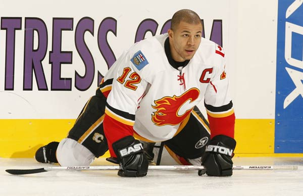 Jarome Iginla (Calgary Flames) became the first black player in the NHL to become captain.
