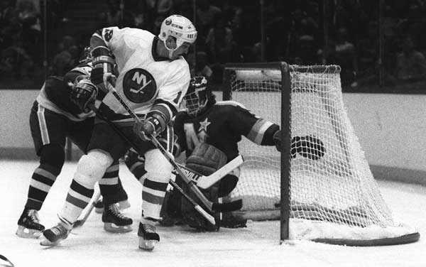 Bryan Trottier breaks an NHL record when he scores six points in one period.
