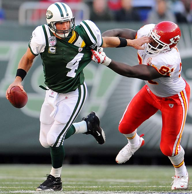 Brett Favre struggled all afternoon, throwing three interceptions, including one in the fourth quarter that was returned 91 yards for a touchdown. But the Jets eked out a victory on a 15-yard Favre touchdown pass to Laveranues Coles, capping the next possession. Jets 28, Chiefs 24.