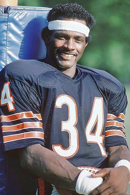 In a 10-7 victory over the Vikings, Bears RB Walter Payton runs for an NFL record 275 yards.