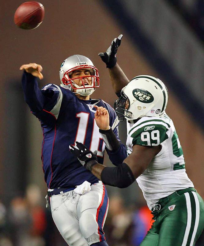 Matt Cassell wasn't as efficient as Brett Favre Thursday night, but he put up bigger numbers and came through when the Pats needed it. Cassell not only threw for 400 yards and three touchdowns, but he ran for a team-high 62 yards.