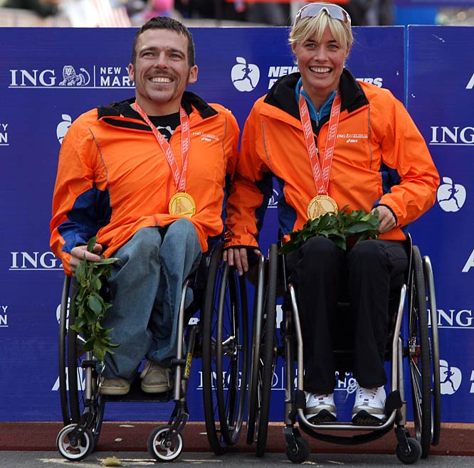 Kurt Fearnley of Australia and Edith Hunkeler of Switzerland won the men's and women's wheelchair races. Fearnley became the first wheelchair racer to claim three consecutive New York City Marathon wins.