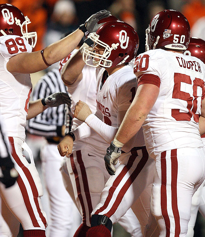Sam Bradford (center) threw for 370 yards and four touchdowns as the Sooners made their case to