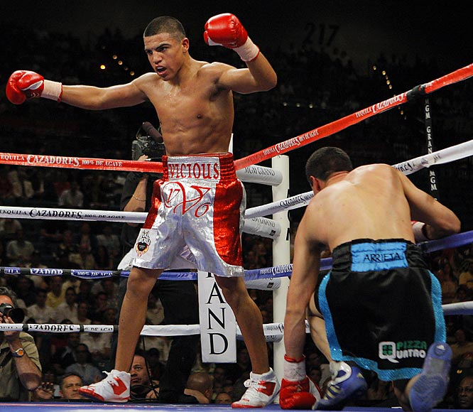 A righty who chooses to fight in the southpaw stance, Victor Ortiz turned professional in 2004 and compiled a 22-1 record with 17 career knockouts. On Sept. 13, the Golden Boy Promotions fighter claimed the NABO 140-pound title with a win over Roberto Arrieta.