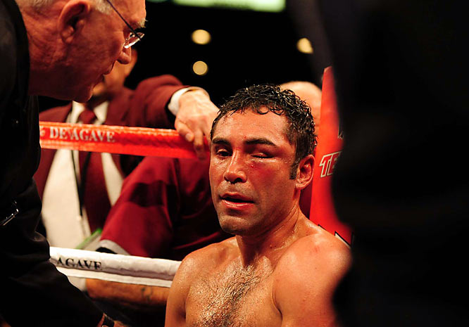 De La Hoya's left eye was swollen shut after the eighth round, which is why trainer Nacho Beristain threw in the towel before the start of the ninth. The Golden Boy offered no complaints.