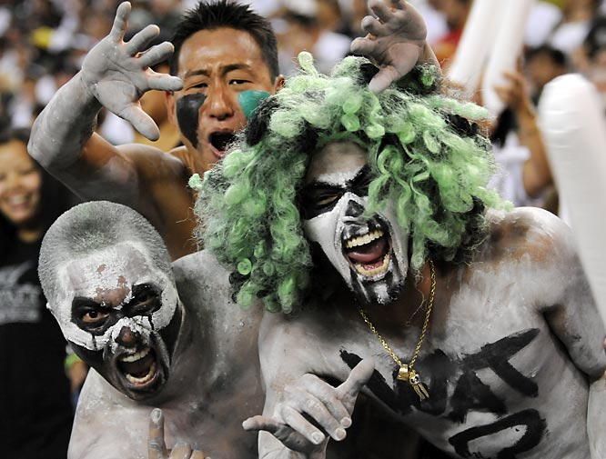 Hawaii fans never skimp on the freaky face paint.