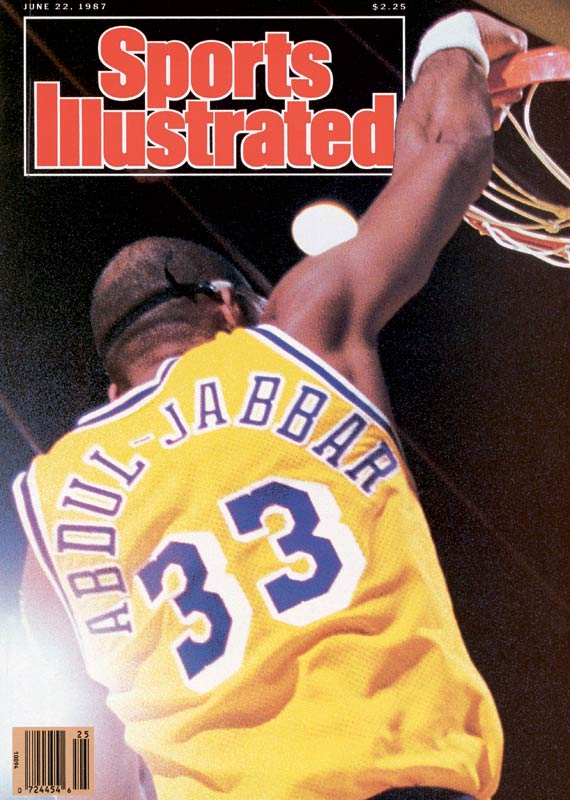 Kareem Abdul-Jabbar's consecutive game streak of scoring in double figures (787) is snapped at Milwaukee.