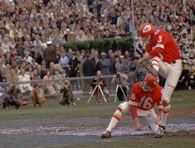 Jan Stenerud announces his retirement from the NFL. The kicker held the record for the most career field goals with 373.