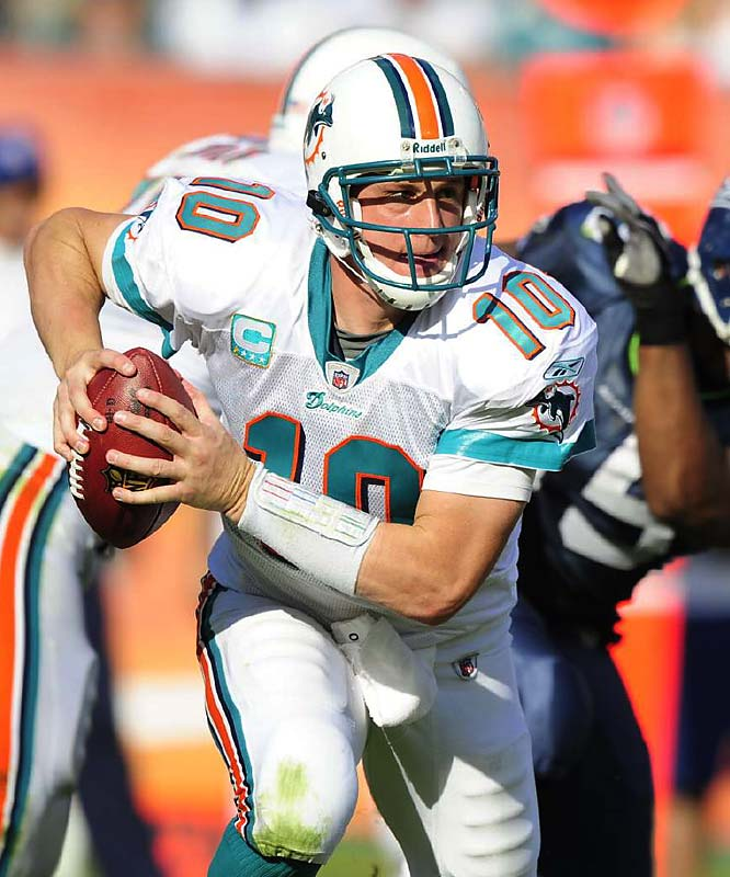 Pennington became only the second player in NFL history to win the award twice (Garrison Hearst won in 1995 and 2001) . A year after getting benched as the Jets starting quarterback, Pennington found a home with the Dolphins and led them to an 11-5 record, a 10-game improvement over their 2007 campaign.