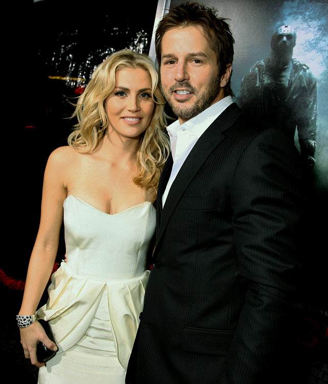 Modano married the fetching model in 2007, but they announced in August 2012 that they were heading for Splitsville.